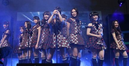 130413_AKB48_at_Tokyo_Auto_Salon_Singapore_Meet_&_Greet_2_and_Performance_(7)